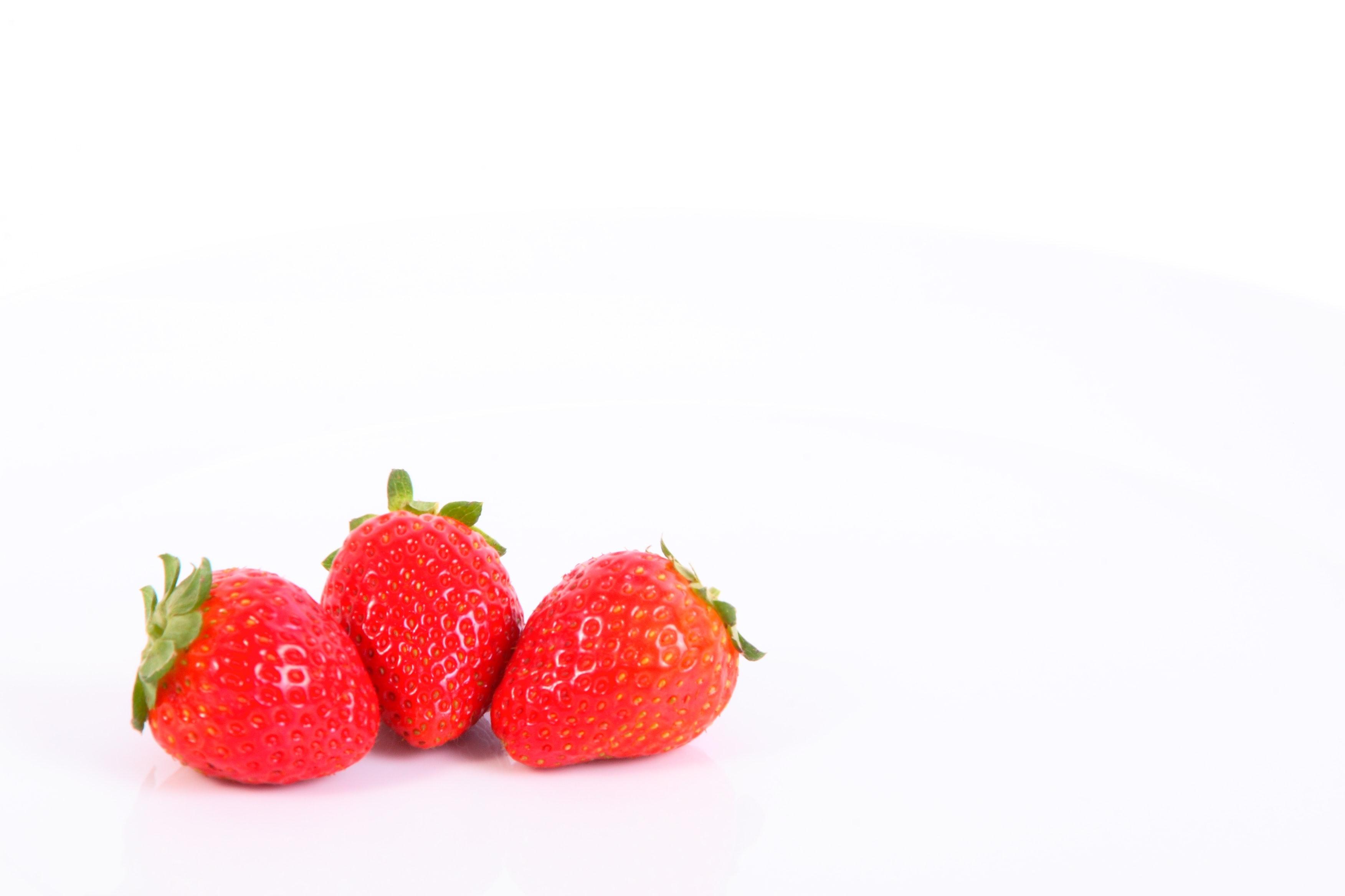 Berries/shaun-meintjes-ibx3Yrmfb0s-unsplash.jpg