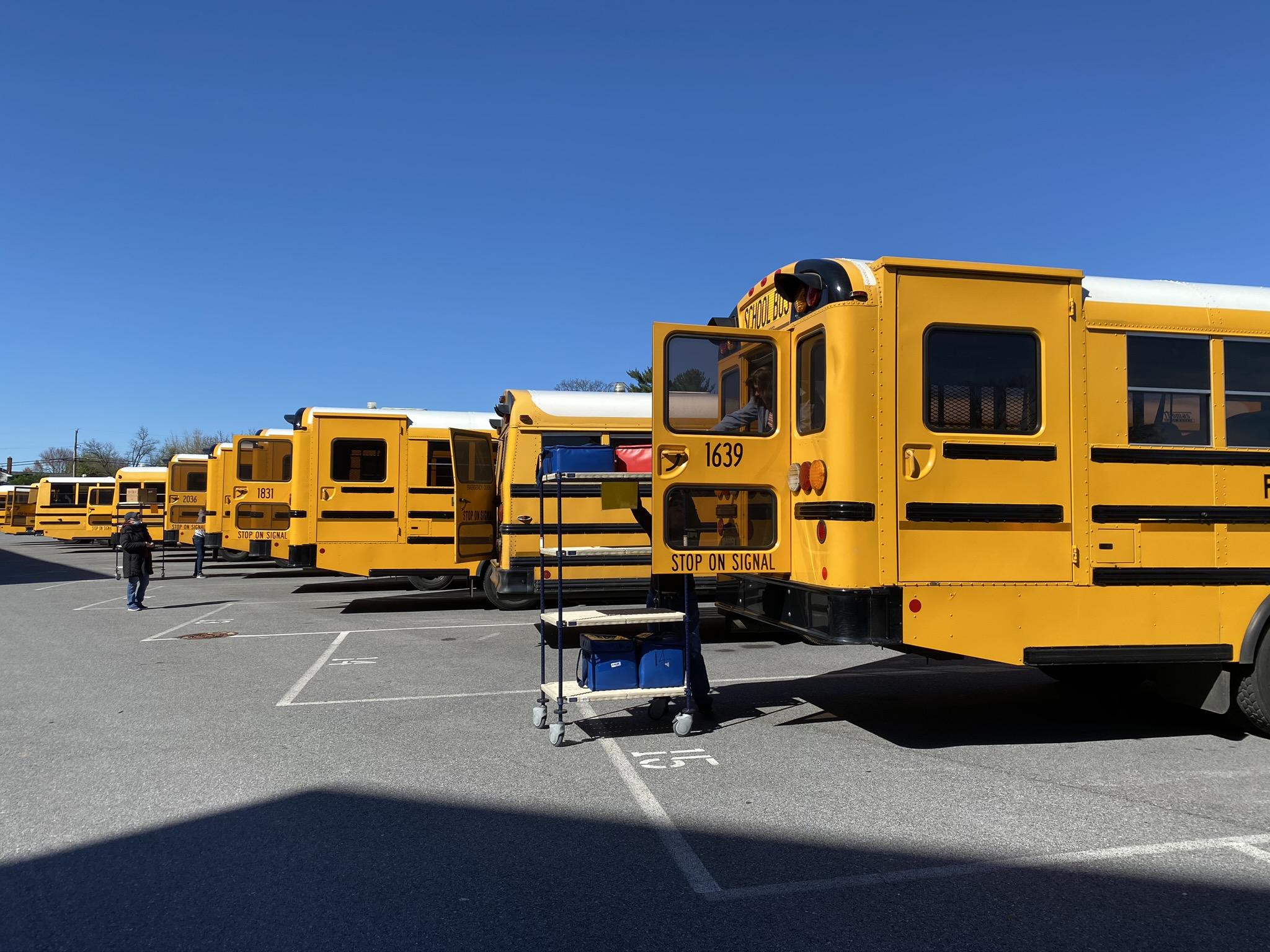 Emergency meals/Loading busses best.JPEG